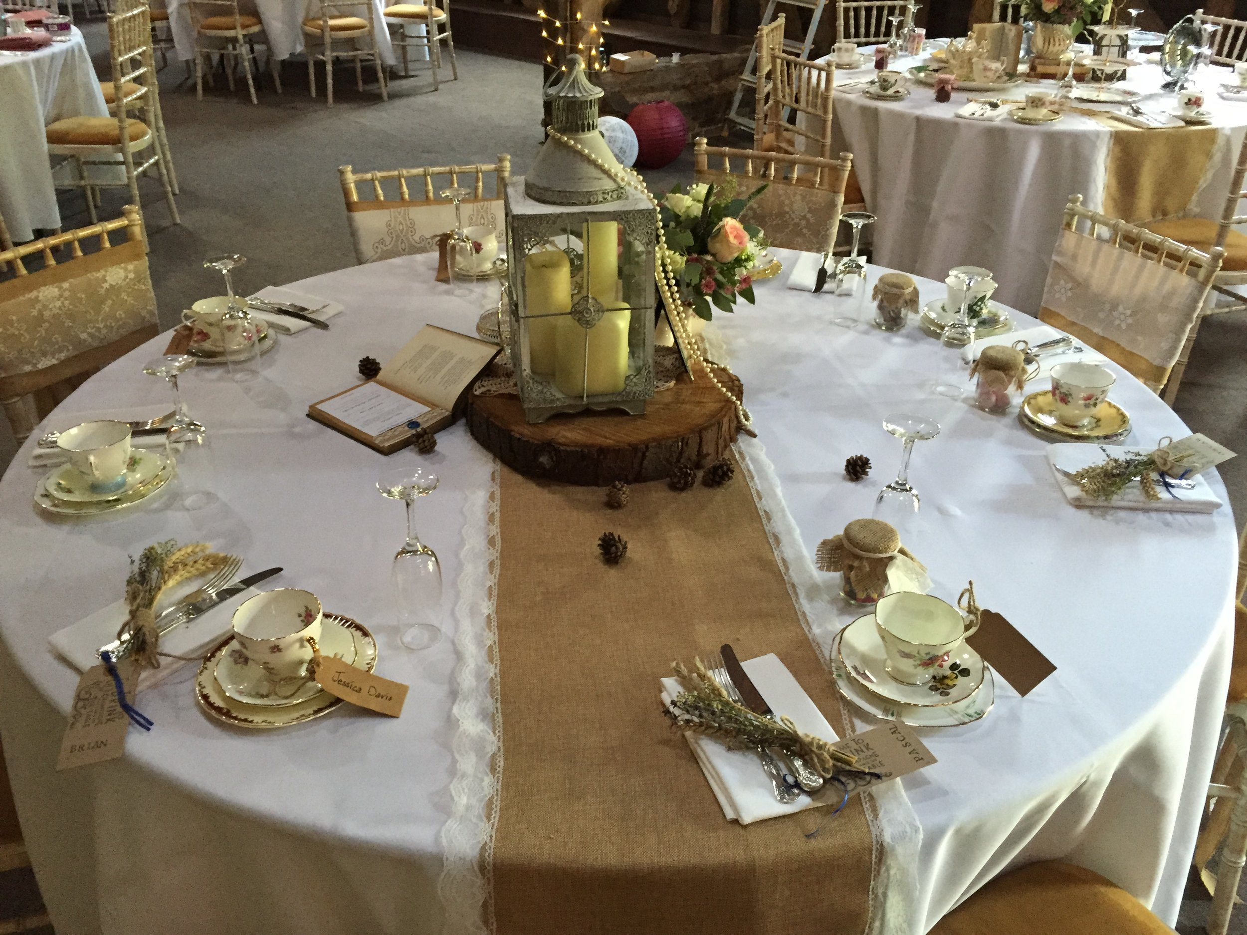 Hessian table runner hire.JPG
