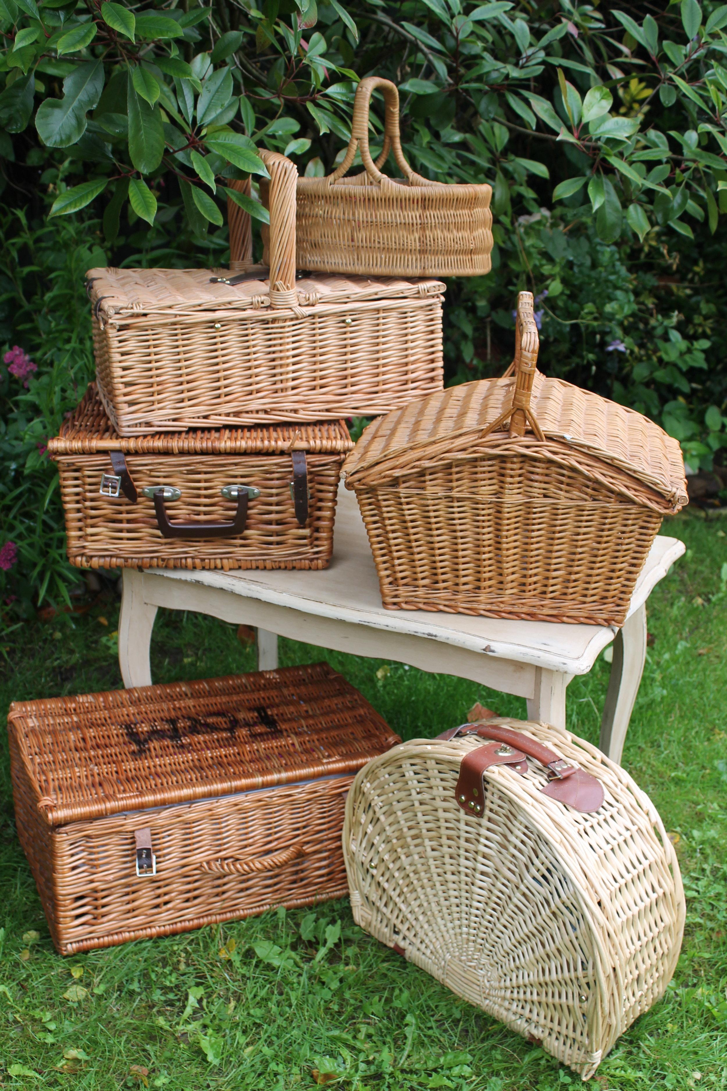 picnic baskets.JPG