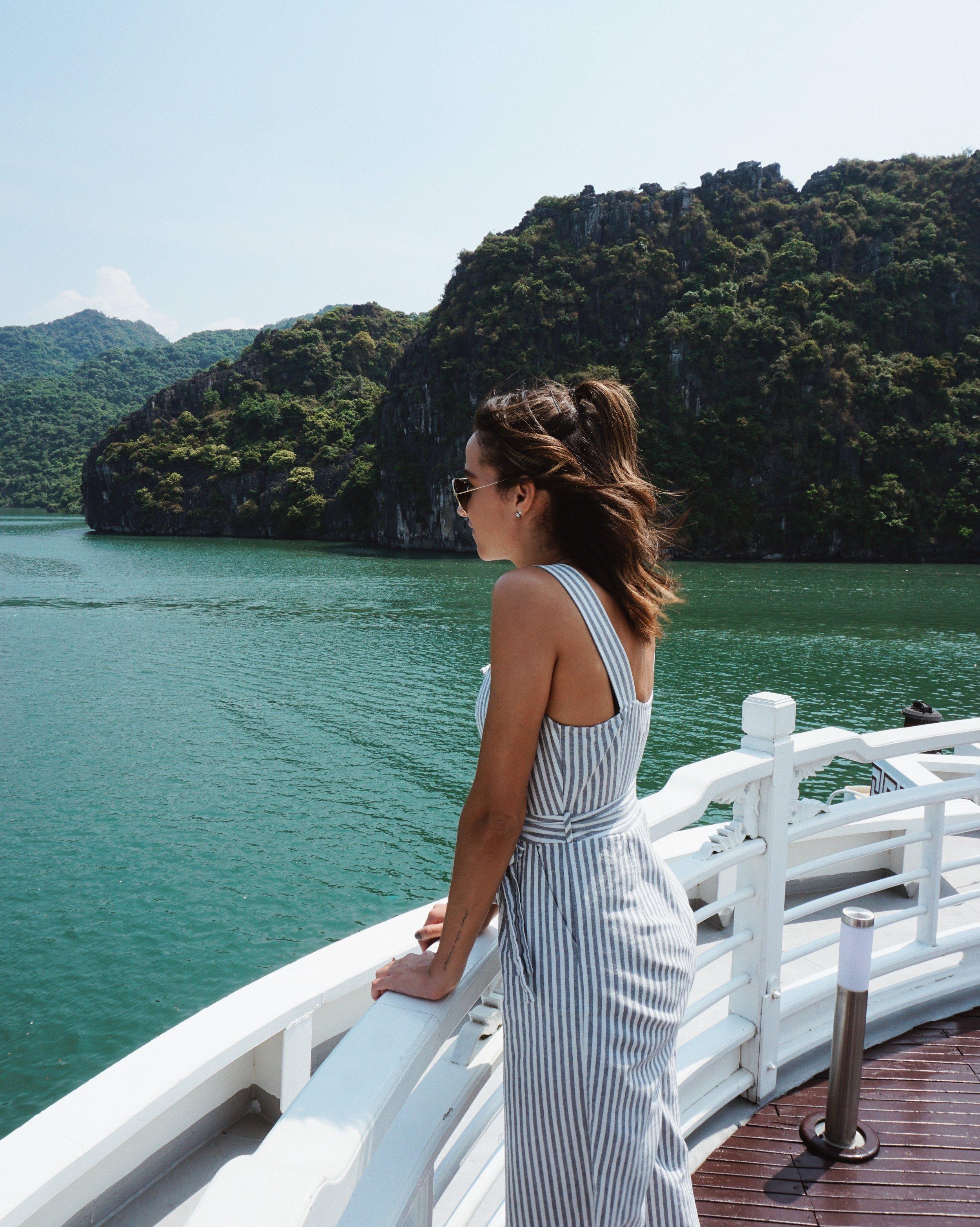 Au Co Luxury Cruise HaLong Bay | HallAroundtheWorld