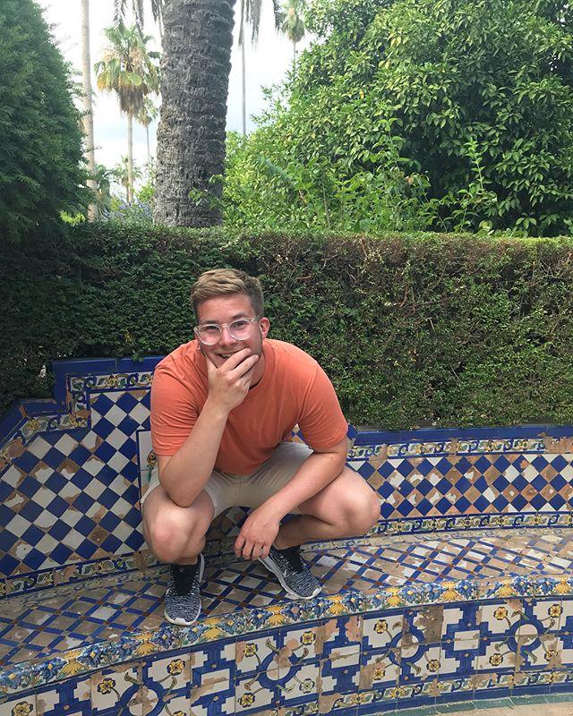 Disse bildene heter «to glade folk i Sevilla»