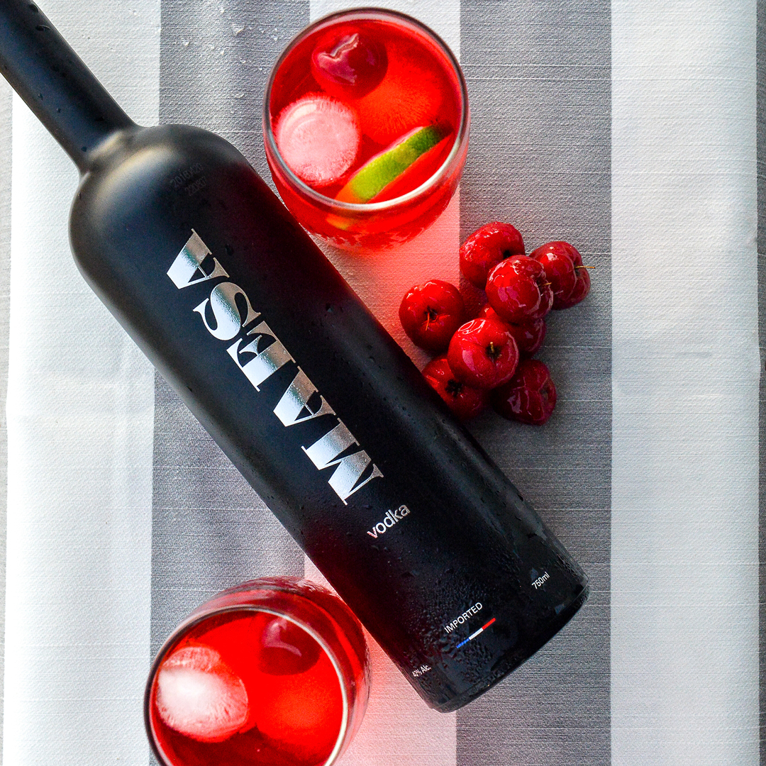 Sweet cherry hi - Fill 3/4 of a tall glass with ice1 1/2 oz MAESA Vodka1/2 oz cherry liquorJuice of 1/2 lime8-10 sweet cherriesFill with sparkling waterComplement with a lime wedge
