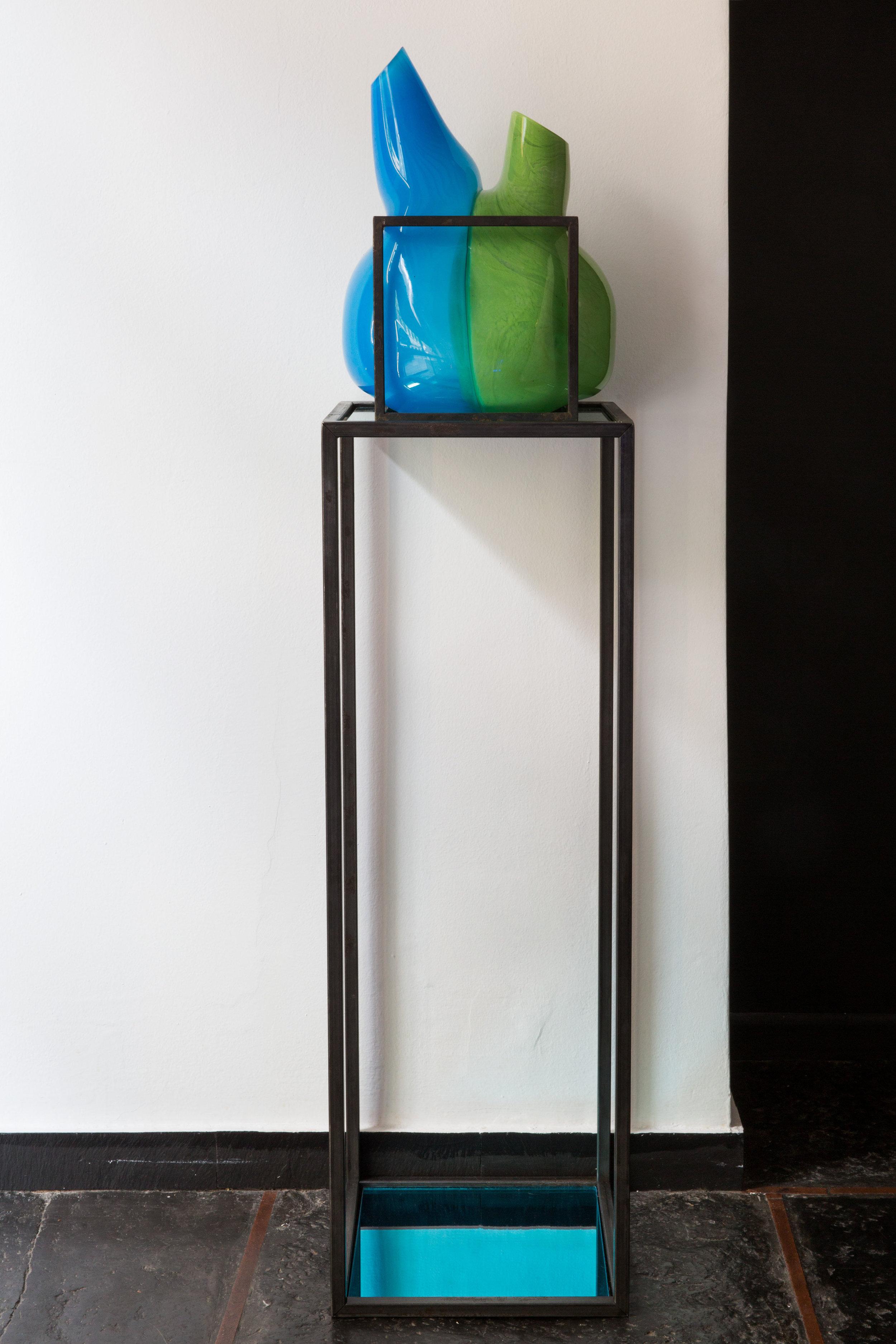 IMGL0567 vaso 2 con colonna Parmeggiani.jpg