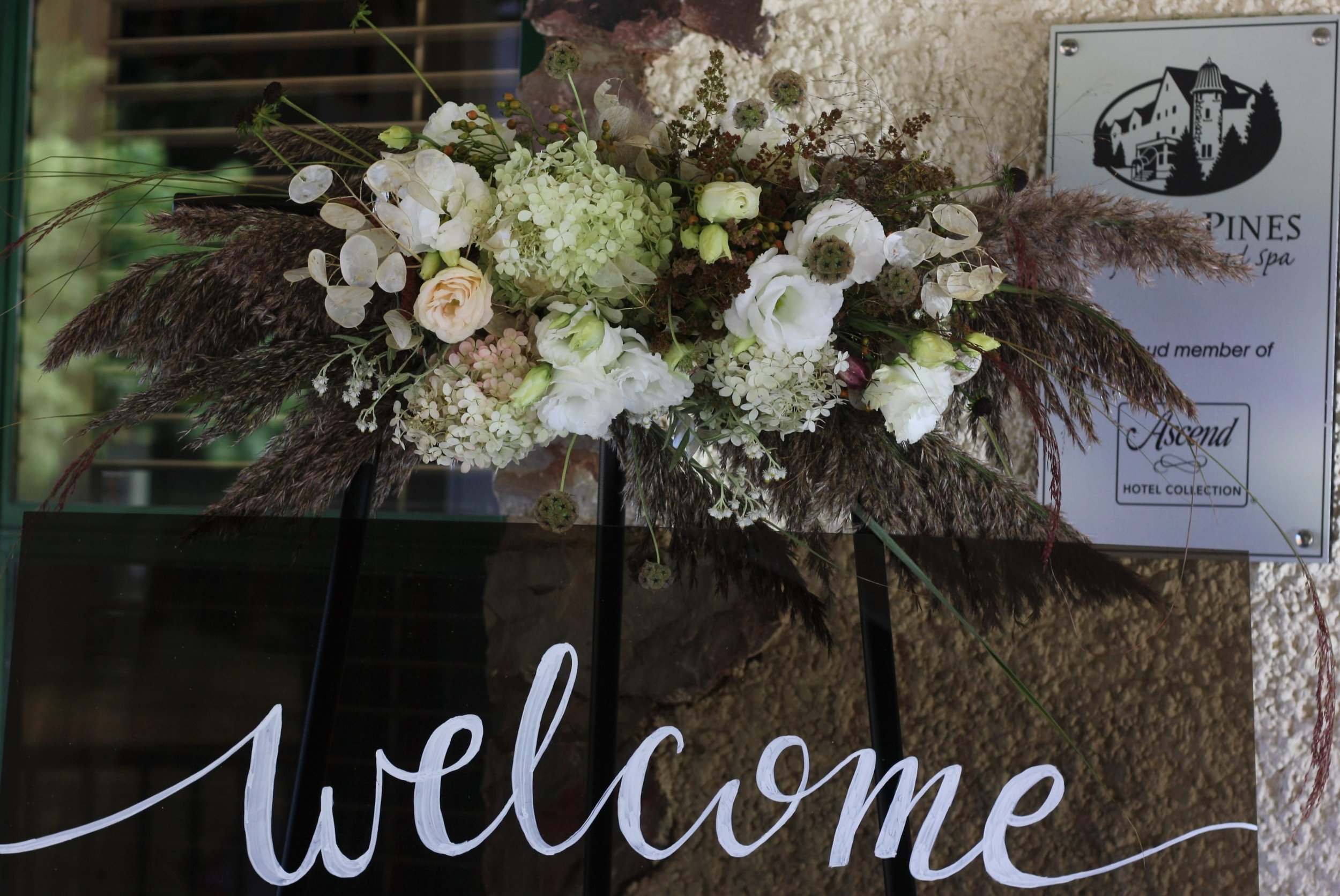 Digby Pines wedding. Local florist: Hedgerow Flower Company