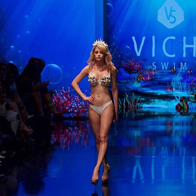 From Sea to stage... #swimwearsaturday #vichiswim #lafw #artheartsfashion #arthearts #runwaymodel #catwalk #swimwear #swimwearfashion #topmodels | designer: @vichiswim | models: @yilena_hernandez @olia.art @tamaramiliceviccc @sydneyamandamiller | 📷 @montecrofts