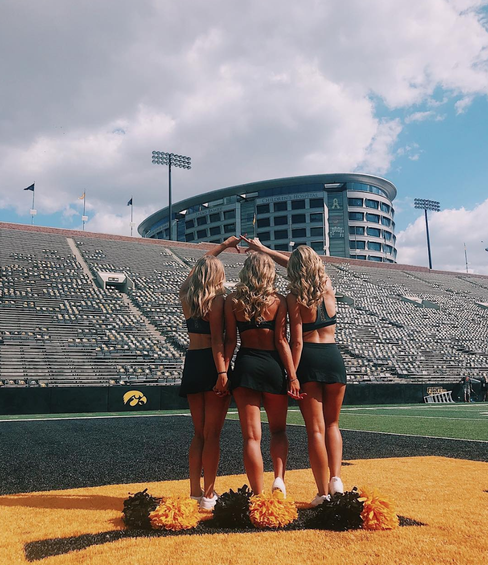 iowa_dance_team_chi_omega_the_wave.png