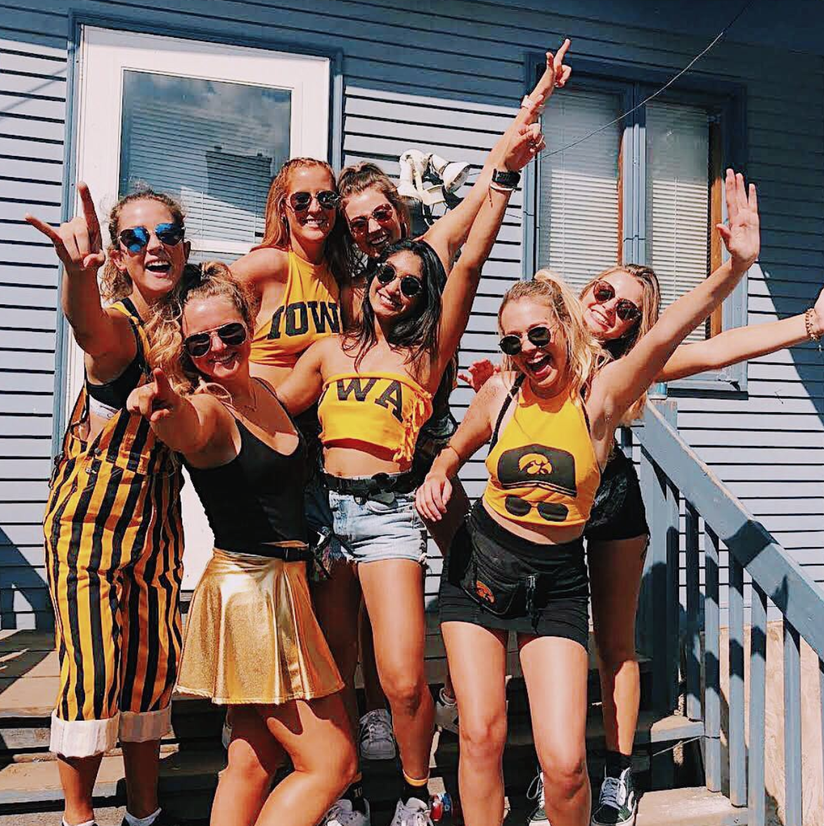chi_omega_iowa_game_day_hawkeyes_3.png