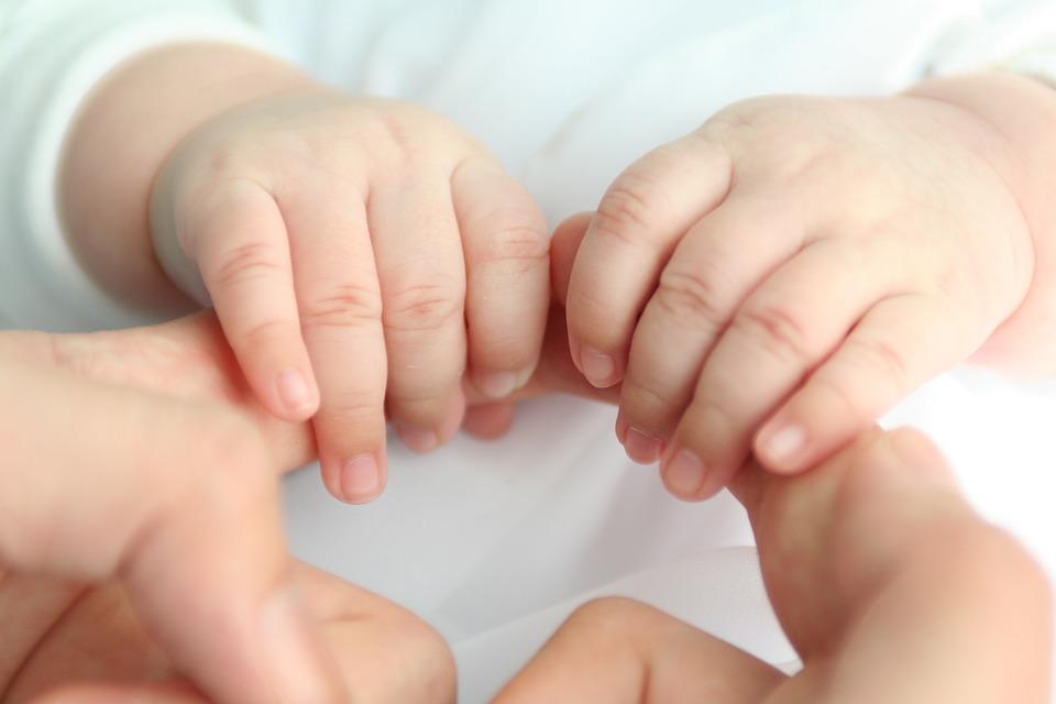 Baby-Love-Baby-Hand-2322404.jpg