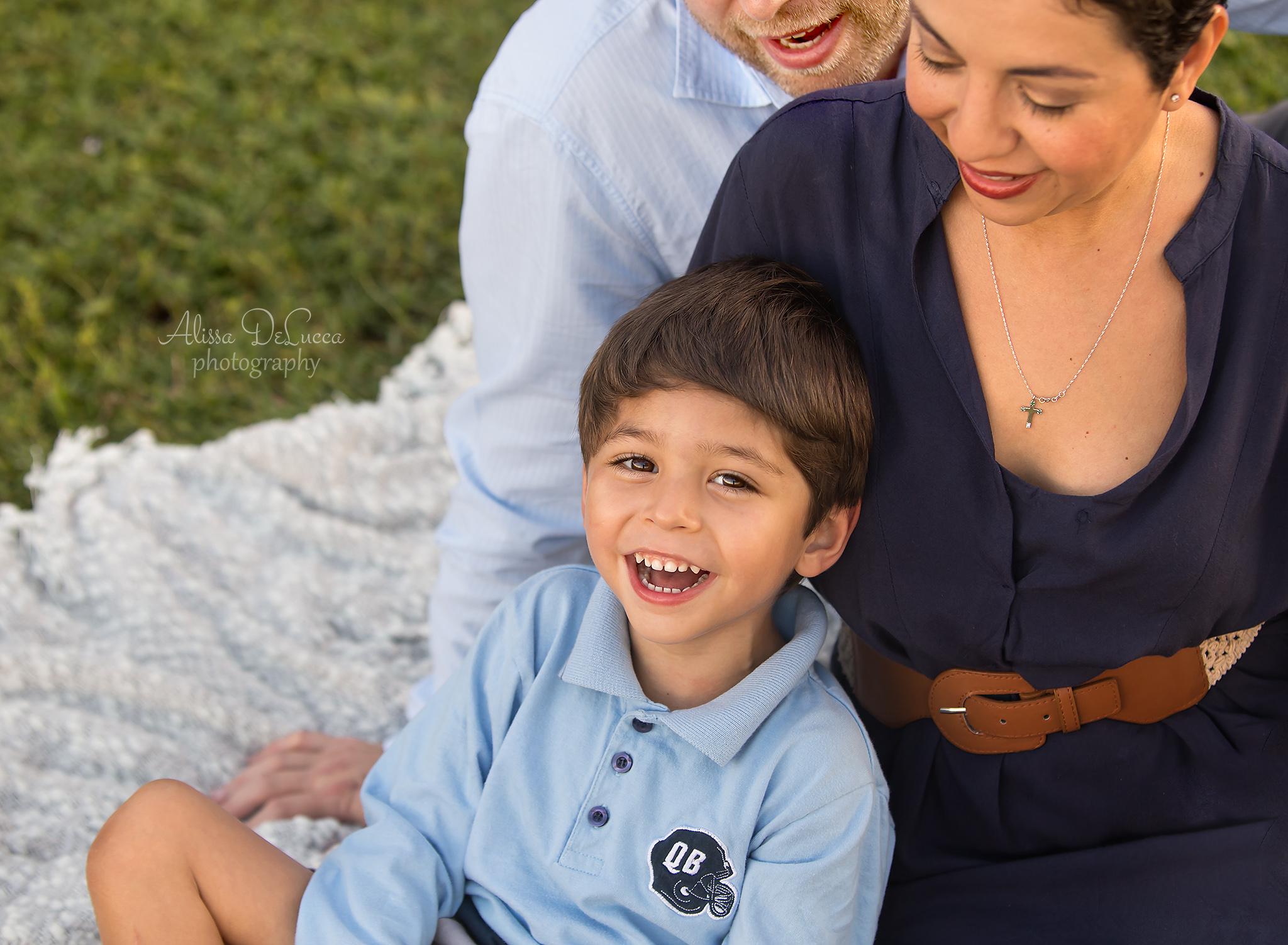 boca-raton-child-photographer-parkland-family-photographer-coral-springs-wellington-lake-worth-boynton-lantana-alissa-delucca-photography-cuddle-boy.jpg