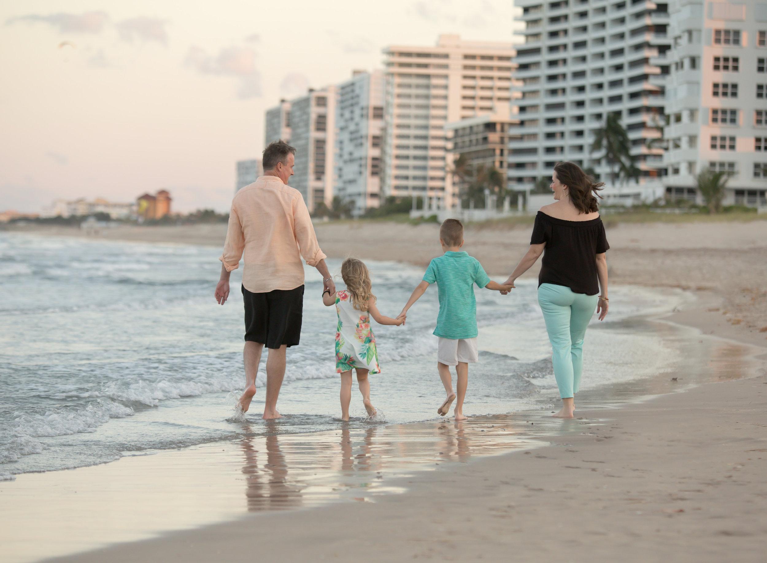 boca-raton-child-photographer-parkland-family-photographer-coral-springs-wellington-lake-worth-boynton-lantana-alissa-delucca-photography-family-beach-walk.jpg