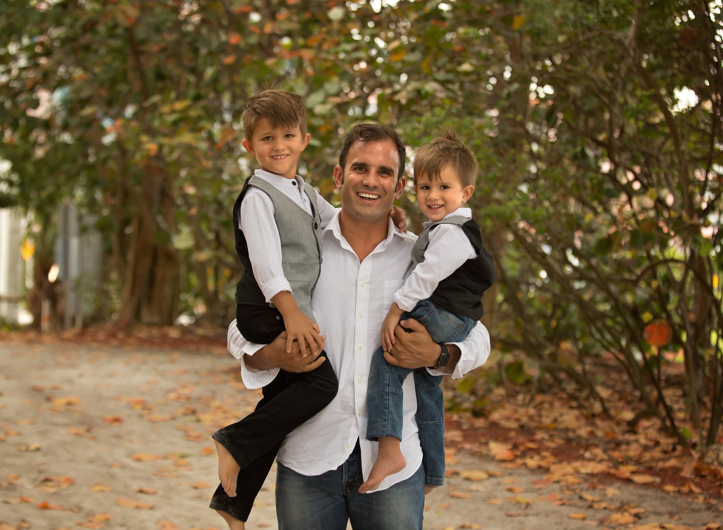 boca-raton-child-photographer-parkland-family-photographer-coral-springs-wellington-lake-worth-boynton-lantana-alissa-delucca-photography-dad-and-sons.jpg