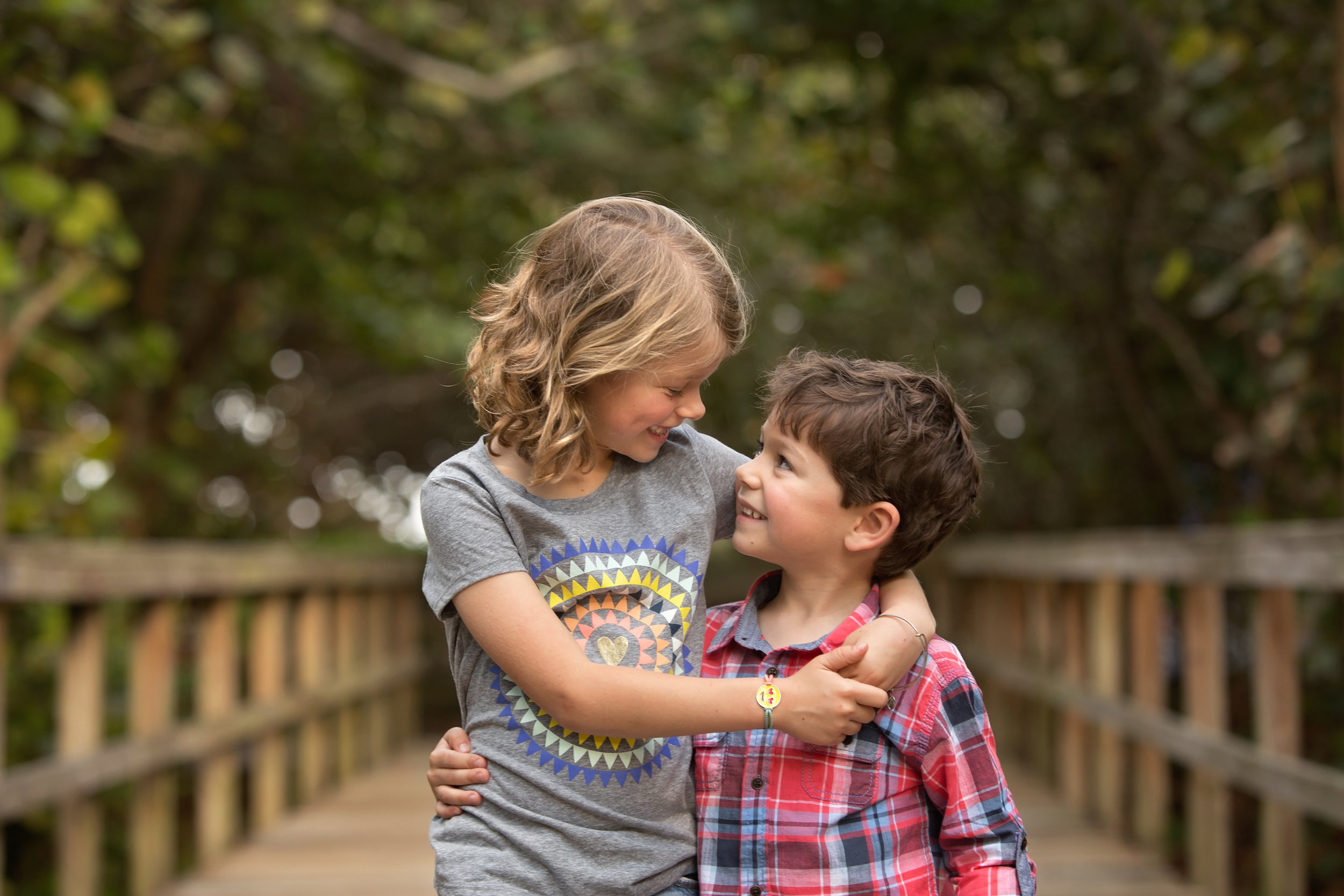 boca-raton-child-photographer-parkland-family-photographer-coral-springs-wellington-lake-worth-boynton-lantana-alissa-delucca-photography-sibling-boardwalk.jpg