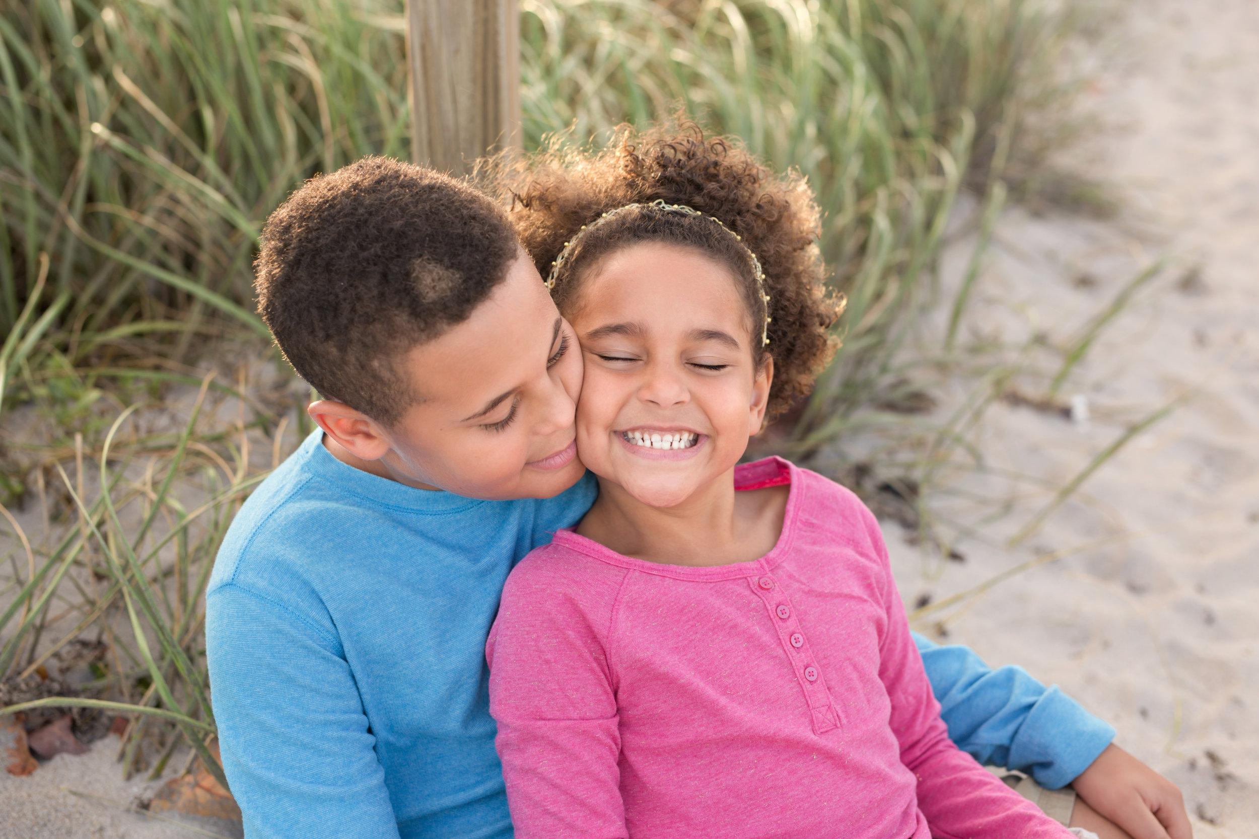boca-raton-child-photographer-parkland-family-photographer-coral-springs-wellington-lake-worth-boynton-lantana-alissa-delucca-photography-sibling-brother-and-sister.jpg