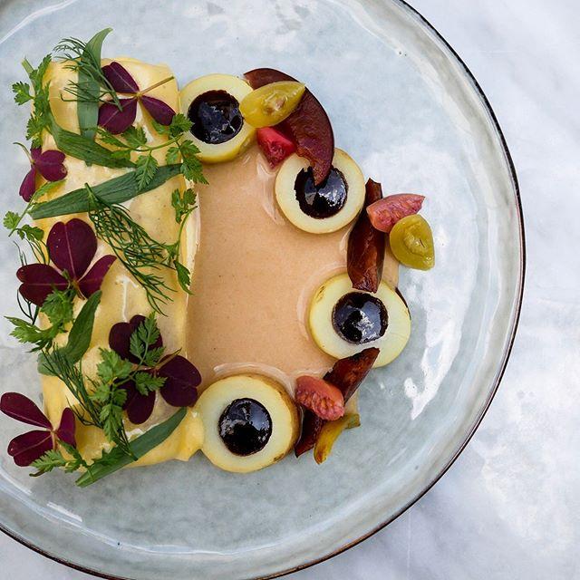 Rødtunge og hollandaise med blommer, stikkelsbær og aspargeskartofler. #ferdinandhotel #ferdinandaarhus #restaurantferdinand #ferdinandrestaurant #aarhus #goumet #michelinguide #michelinguide2019