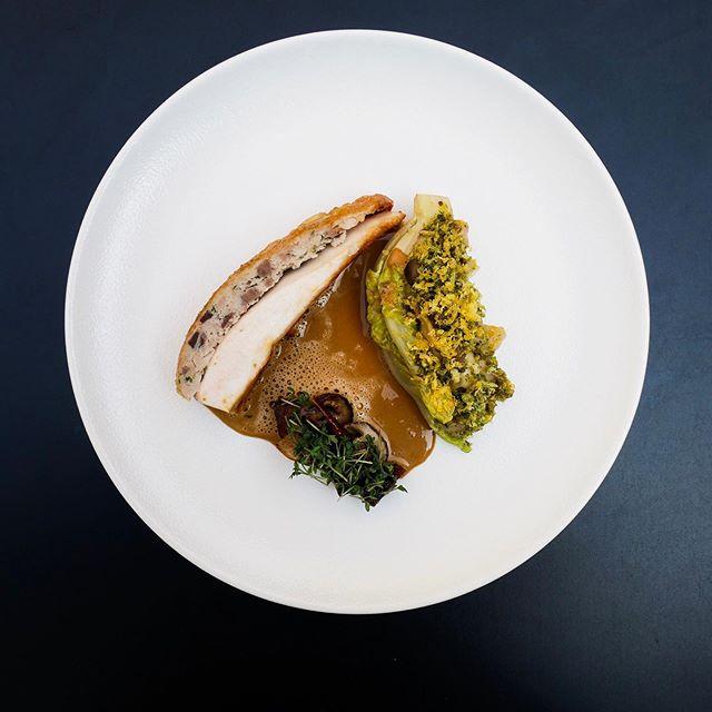 Unghane og variation af svampe med hjertesalat, løvstikke og æggeblomme. #ferdinand #ferdinandhotel #hotelferdinand #restaurantferdinand #ferdinandrestaurant #ferdinandaarhus #michelinguide #michelinguide2019