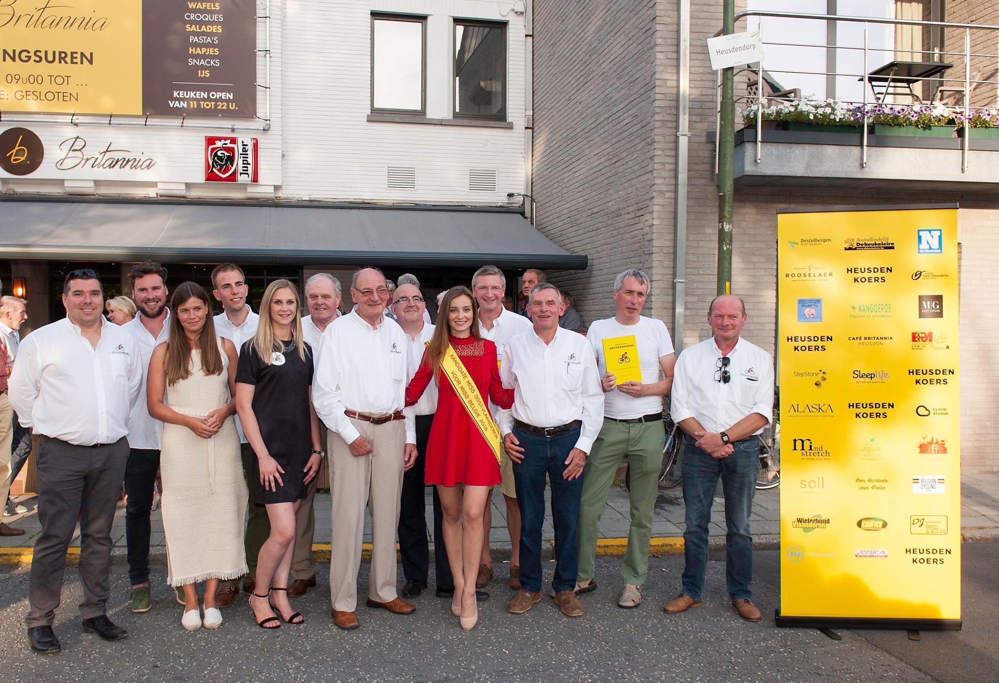 De Heusdenkoers 'bende', met uitzondering van de kandidate Miss Oost-Vlaanderen