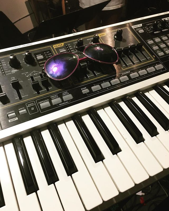Just some sunglasses on a synth in the sun. . . . #PlayAllTheReeds #PlayAllTheInstruments #WheresTheSax? #keyboard #keyboardist #VancouverMusic #sunglasses #synth #synthplayer #keys #RolandGaia @rolandcanada