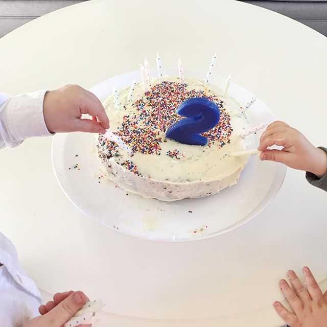 The time my kids made their own cake...well, sort of :) Being a Mom challenges me to release control and to help cultivate in my kids creativity and exploration. I like order and I like when things are clean and parenting boys is the exact opposite. The more I can let go and give my boys the freedom to explore and make a mess the more willing they will be to try new things and explore their independence. Are you proud of me for giving them full control over the sprinkles?! #honestmothers #honestmotherscollective