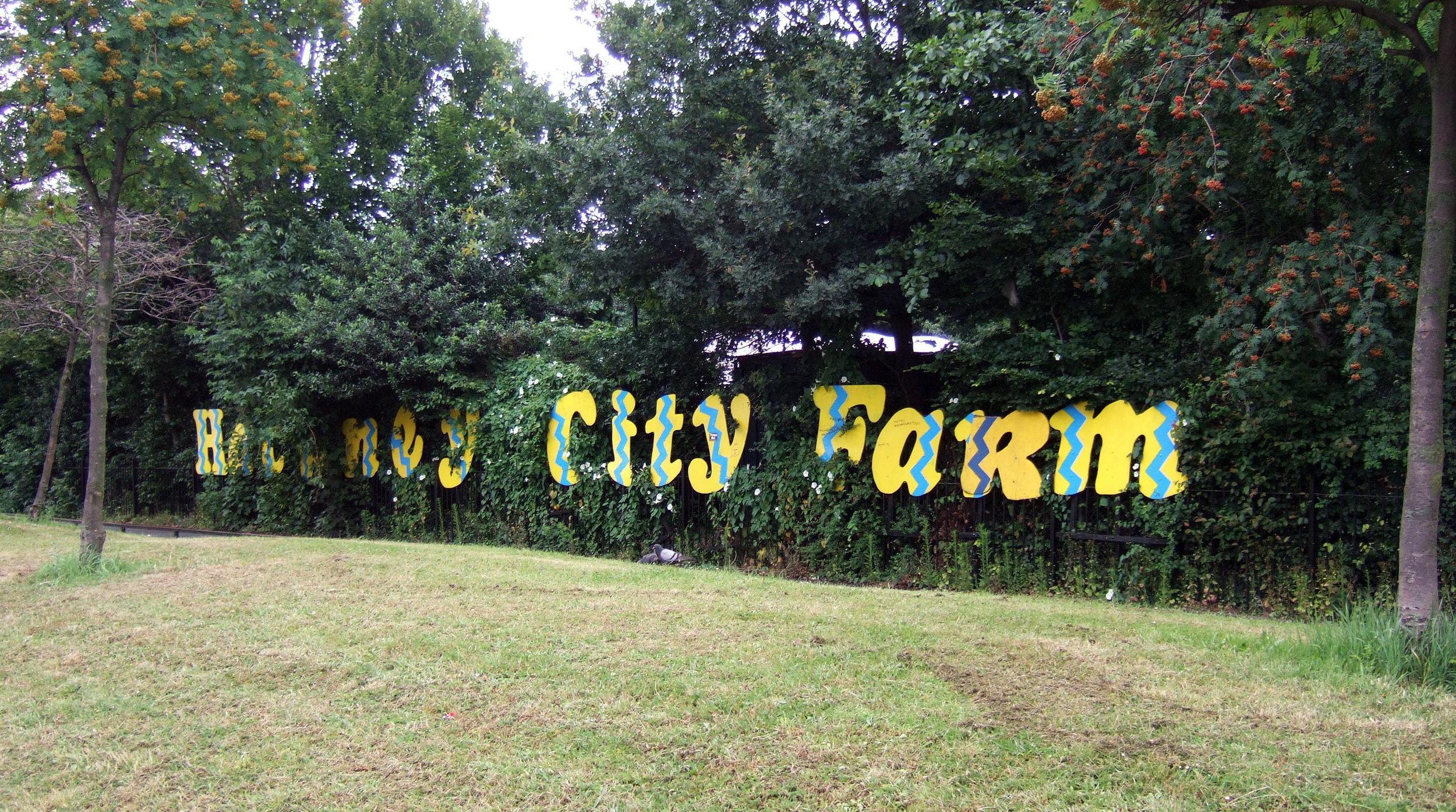 Hackney_City_Farm_sign_in_2007.jpg