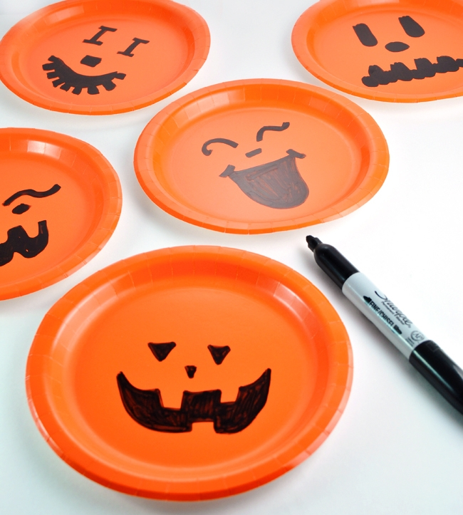 Pumpkin Plates - Spice up your party table with these fantastic plates!