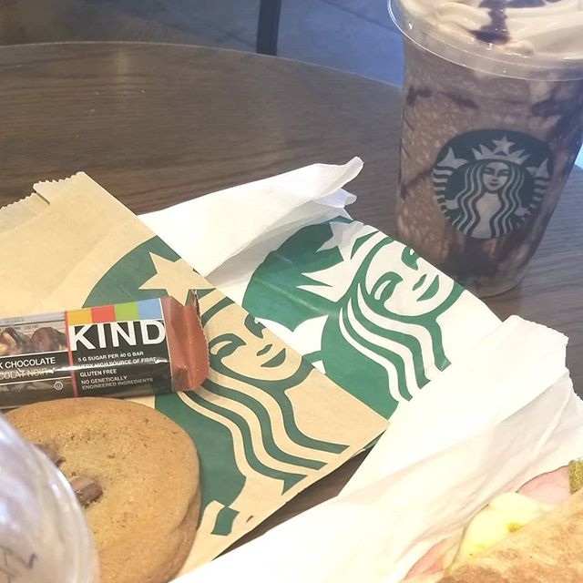 Meeting new clients gives me that butterfly feeling inside. 🦋. I love being creative with fresh new ways to plan a wedding. #engaged #wedding #meeting #newfriends #thebeginning #meetingday #goals #ideas #planning #weddingplanner #eventplanner #beelegantevents #starbucks #mochafrapp #snacks #lunchtimemeeting