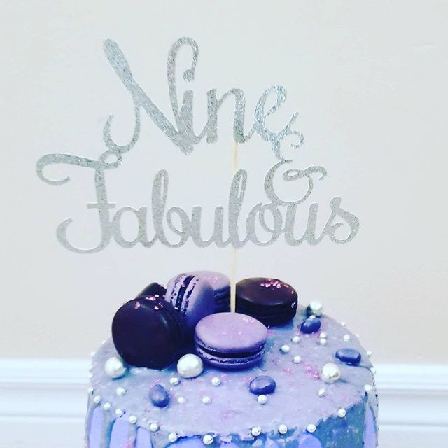 I shared a cake topper for a #wedding that was close to my heart.💙 What about a topper for a #birthday. How fun is this? #nine&fabulous ❇ With the help of @topperconfetti we made a girl smile on her special day 😍 #cheerstonewfriends 🥂 #caketopper #beelegantevents