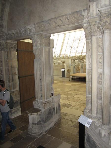 The entranceway to the frigidarium. The archway probably came from the Abbey of Saint-Germain-des-Prés. Musée de Cluny / Musée national du Moyen Âge, Paris, France.
