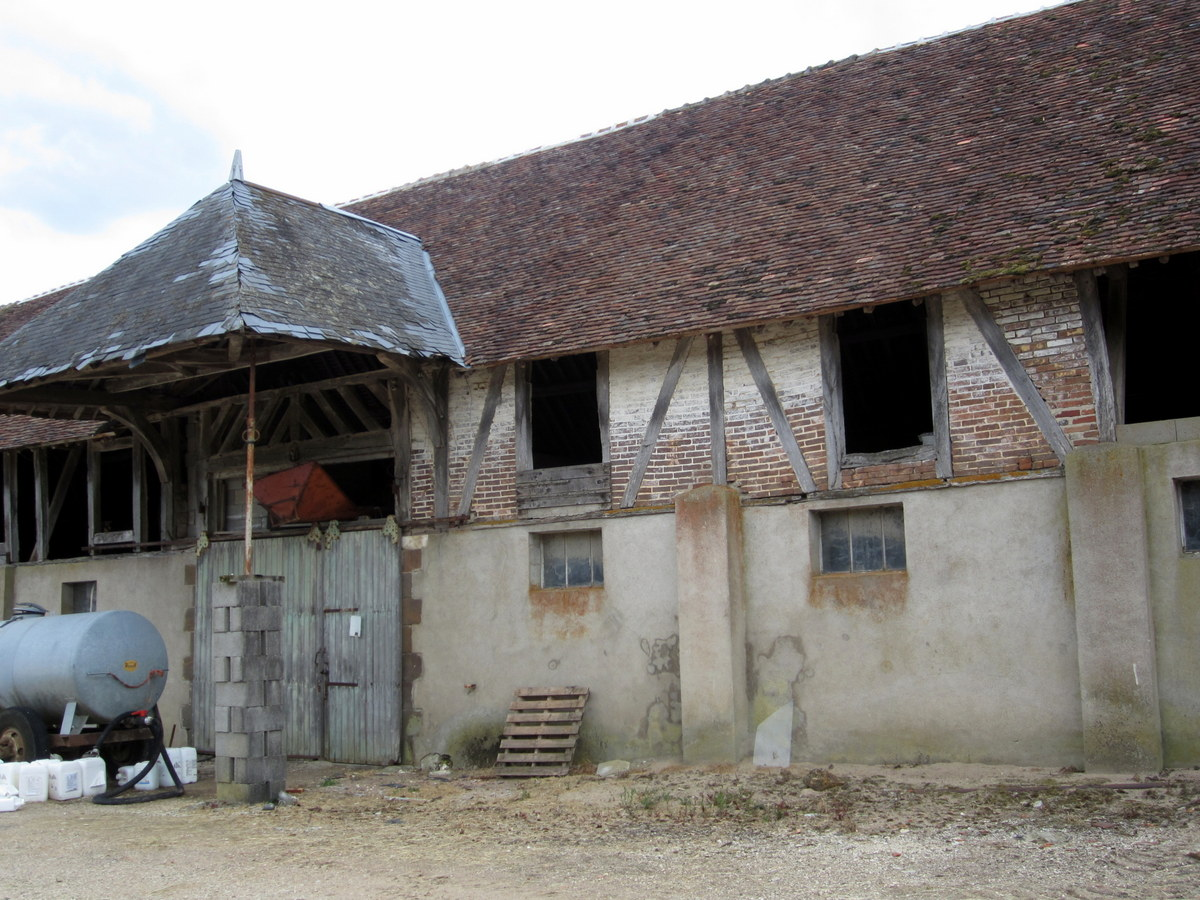 An old barn in the Burgundy countryside in Saint Fargeau, France.