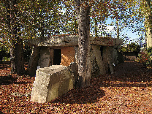 Saumur Dolmen Bagneux 2007 by Manfred Heyde (Own work) [ GFDL  or  CC BY-SA 3.0 ], via  Wikimedia Commons