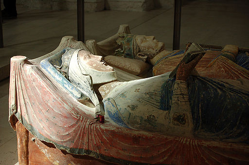 A close-up of Eleanor of Aquitaine's effigy by ElanorGamgee (Fontevraud) [ GFDL  or  CC BY 3.0 ], via Wikimedia Commons.