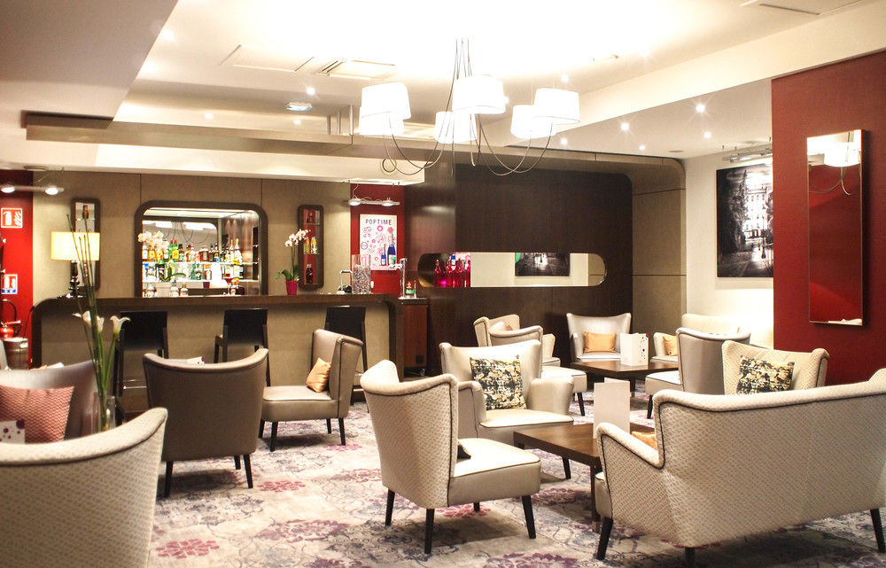 The lounge/bar at the Hotel Mercure in Angers. Photo from  ebooker.com