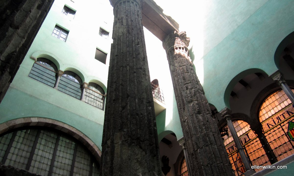 62_templeDAugustCatalanHikersAssocGothicBarcelona (2016_06_11 00_11_45 UTC).jpg