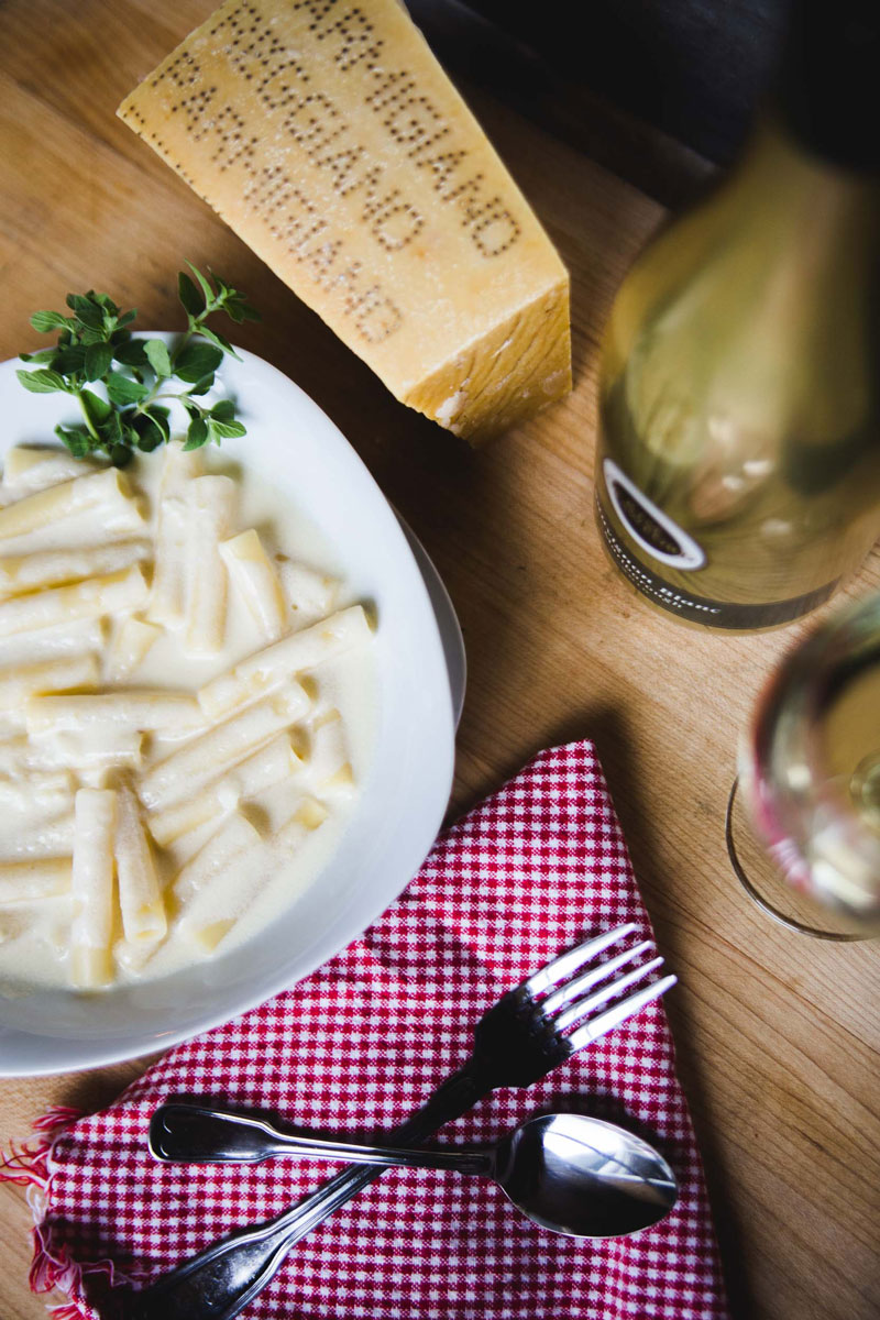Alfredo-Sauce-with-White-Wine-and-Garlic_3.jpg