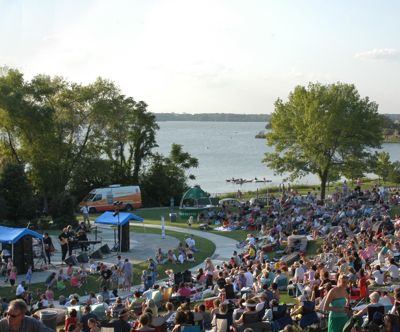 Concert_at_the_Arboretum.jpg