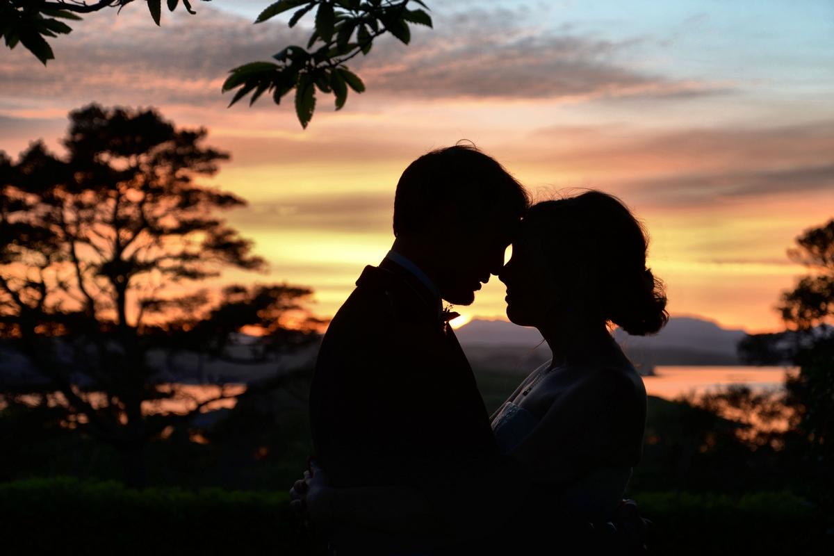 wedding couple sunset - lunga house
