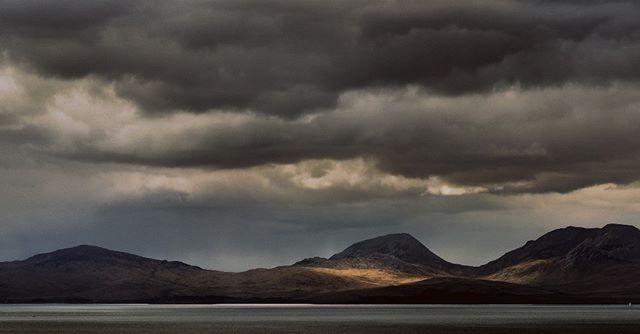 Jura  #jura #isleofjura #argyll #scotland #scotlandhighlands #scotlandtravel #visitscotland #scotlandisnow #wildaboutargyll #landscapephotography #photographycourse #explore