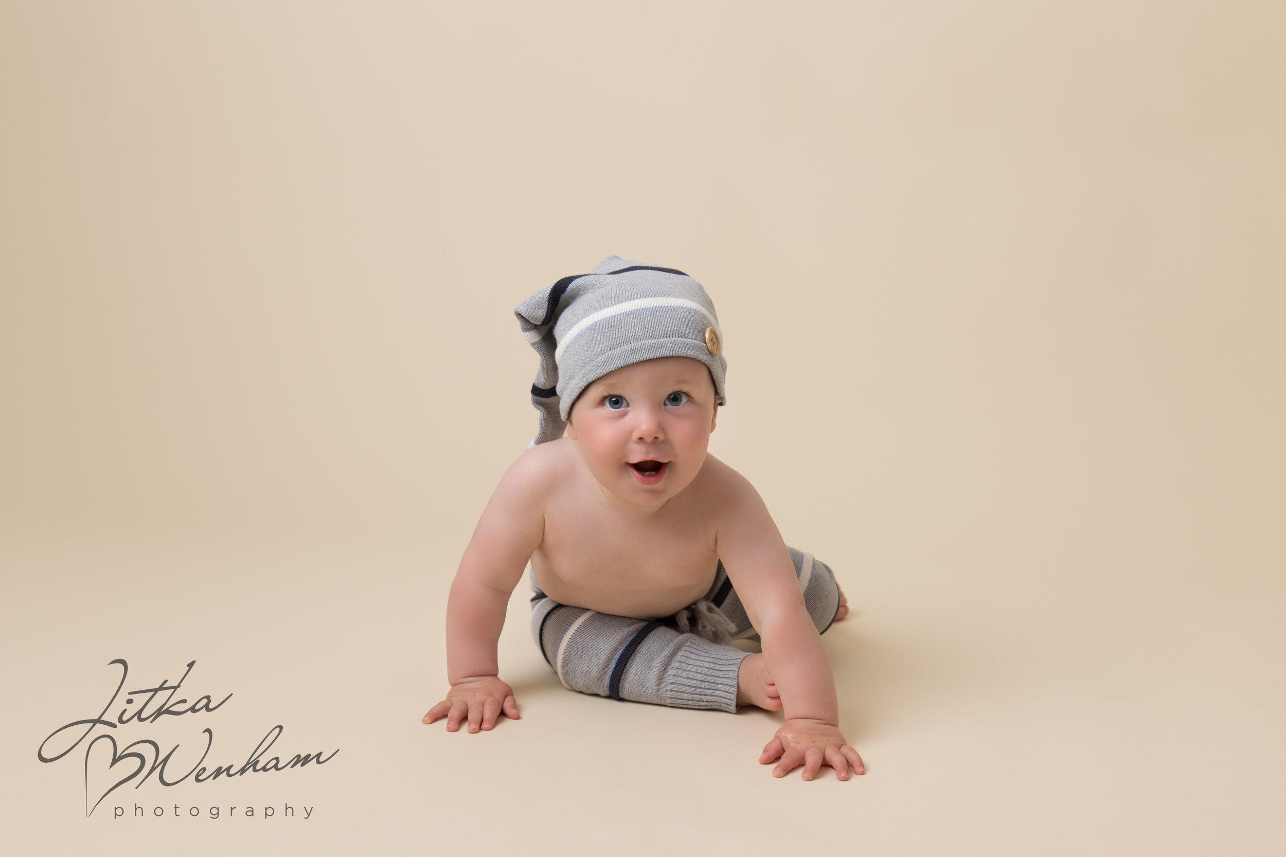 newborn-photography-children-baby-milton keynes-cake-smash-1-5.jpg
