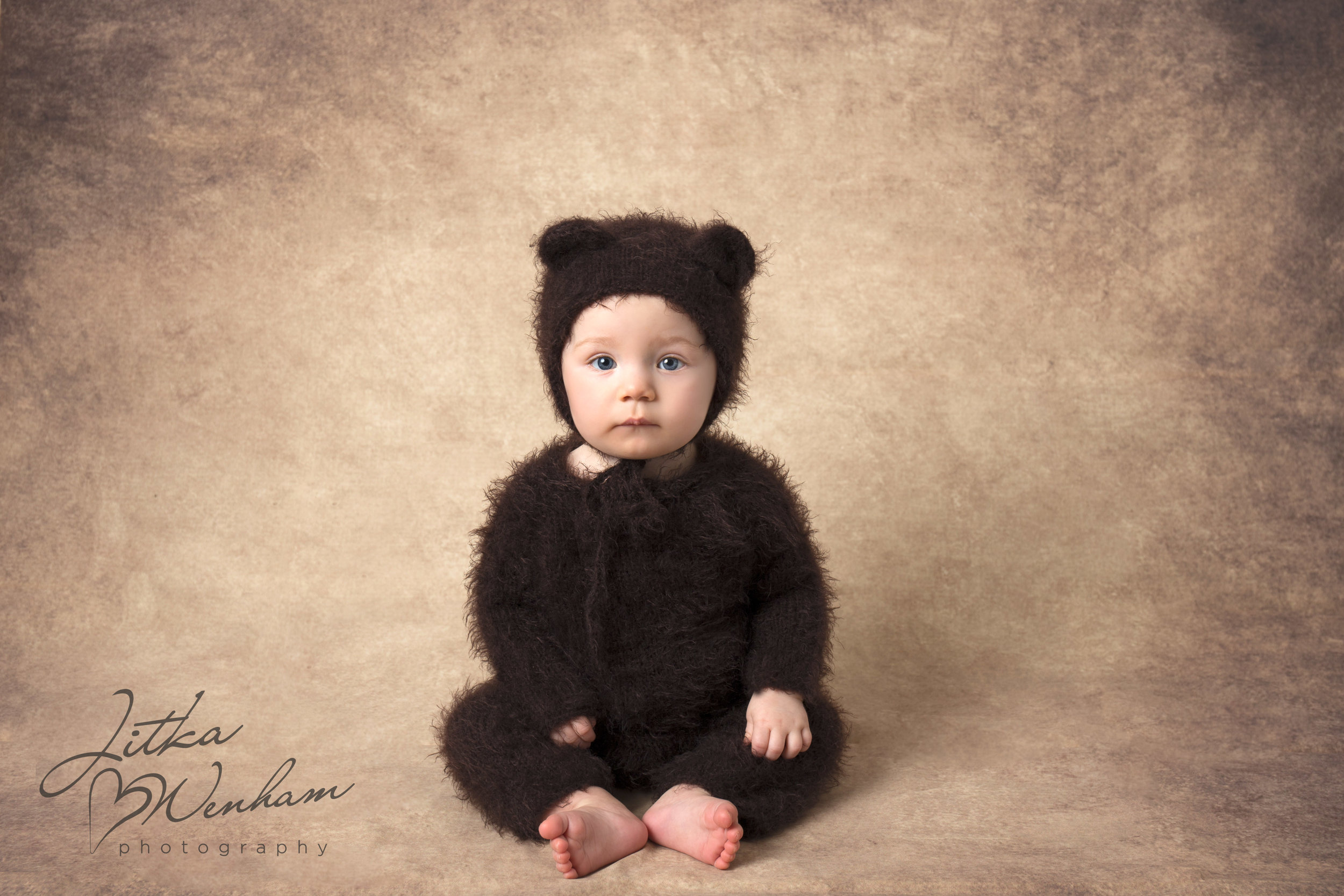 newborn-photography-children-baby-milton keynes-cake-smash-1-6.jpg