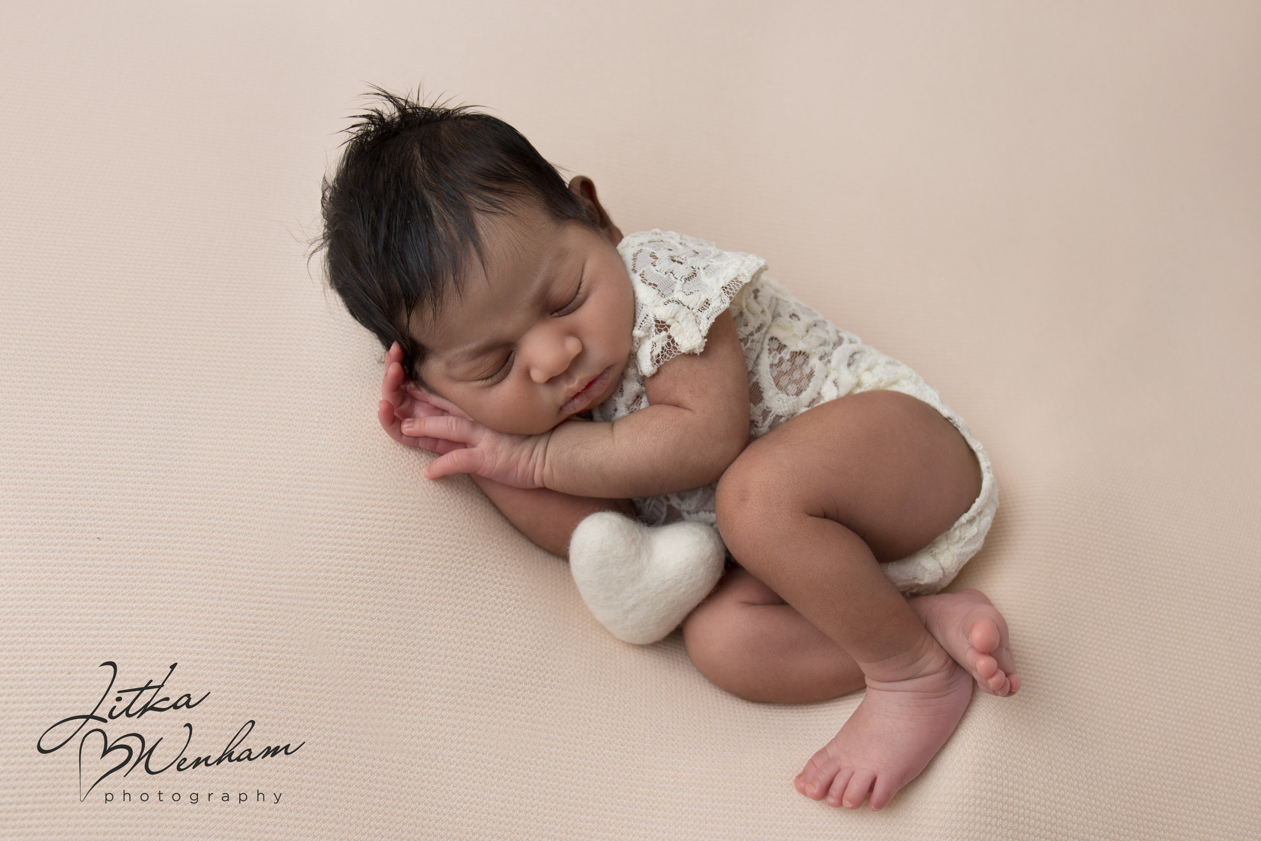 newborn-photography-children-baby-milton keynes-cake-smash-1-5-1-15.jpg