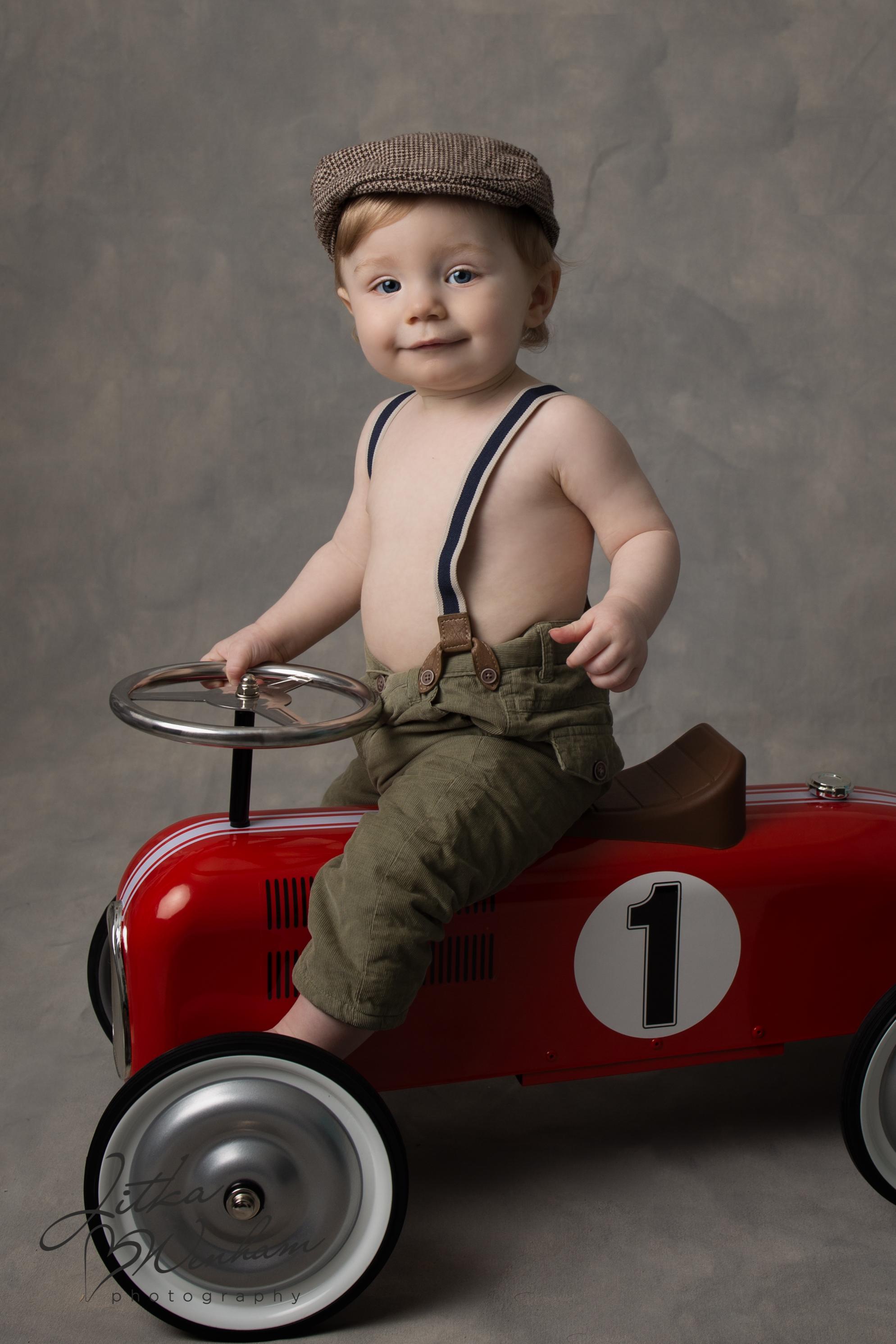 newborn-photography-children-baby-milton keynes-cake-smash-z-1-14.jpg