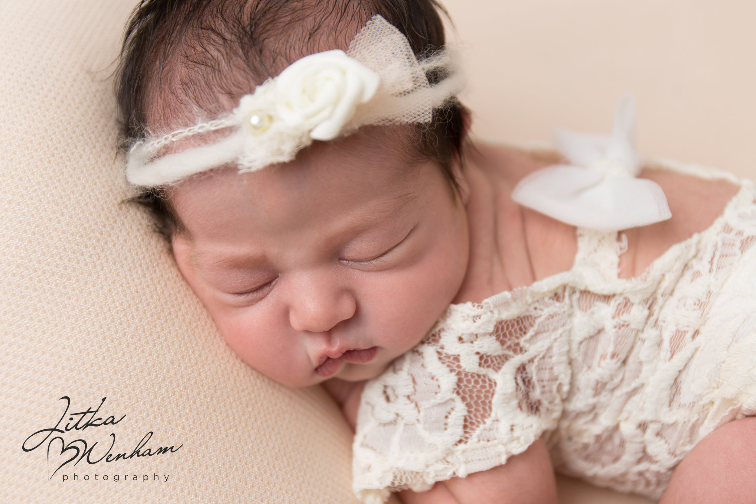 newborn-photography-children-baby-milton keynes-cake-smash-photographer-1-15.jpg