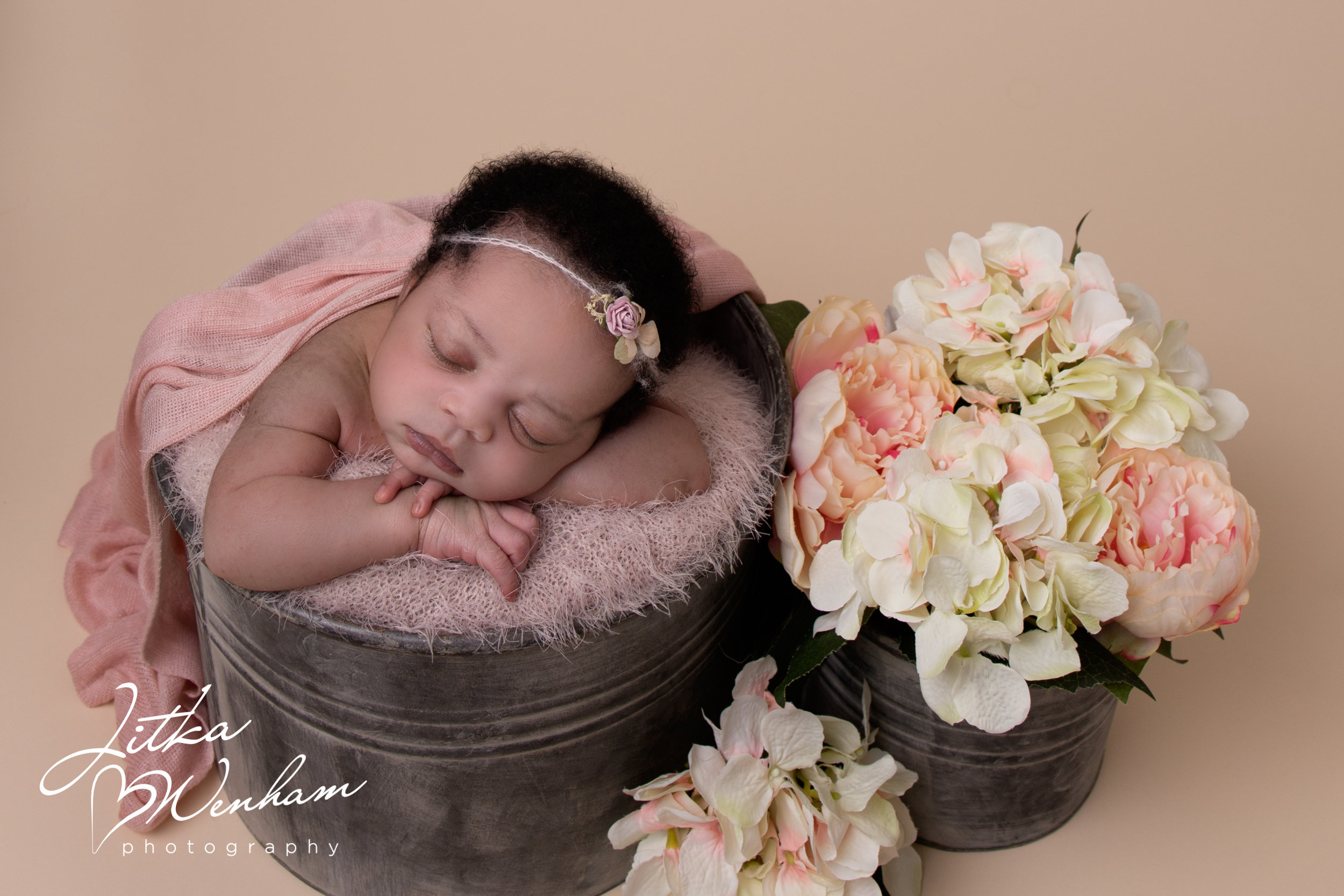 Jayda-newborn-photography-children-baby-milton keynes-cake-smash-23.jpg