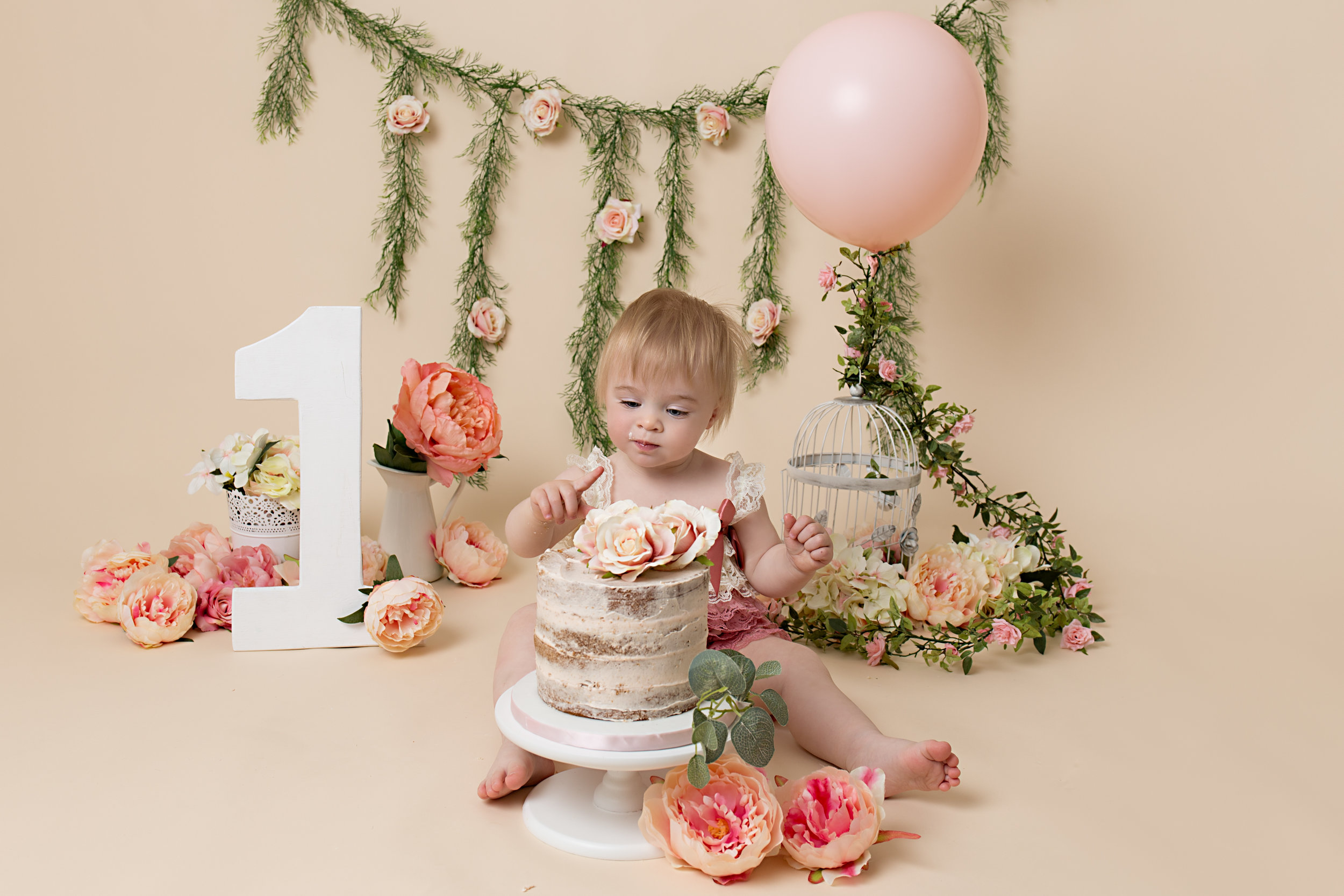 newborn-photography-children-baby-milton keynes-cake-smash-maternity-1-8.jpg