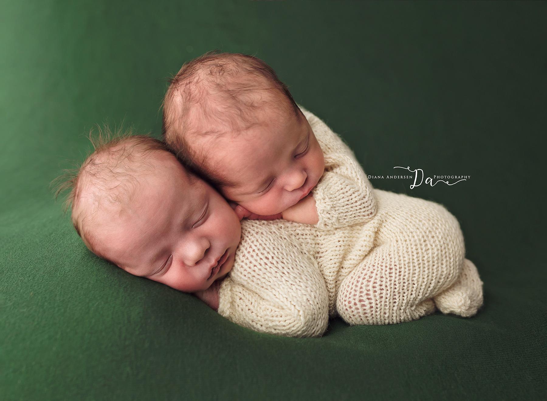 owen-aiden-newborn14-fb.jpg