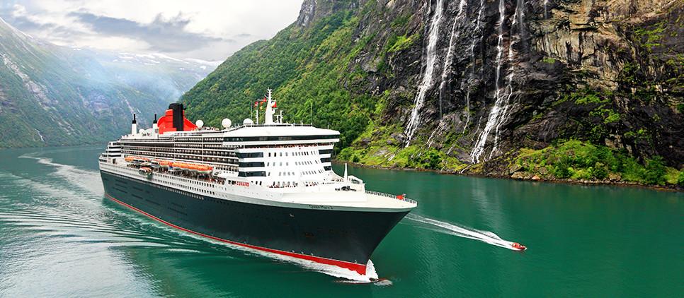 SYZ03_Slideshow_QM2_in_Fjords.jpg