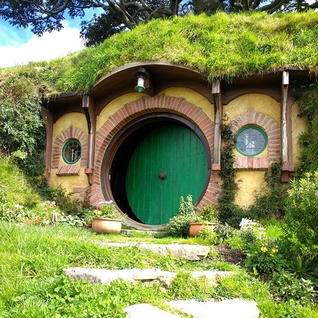 I wish I was at home in my nice hole by the fire, with the kettle just beginning to sing!  #hobbiton #newzealand #matamata #lordoftherings #green #door #hobbit #hobbithole #bilbobaggins #tourist #hobbithouse #rotorua #nz