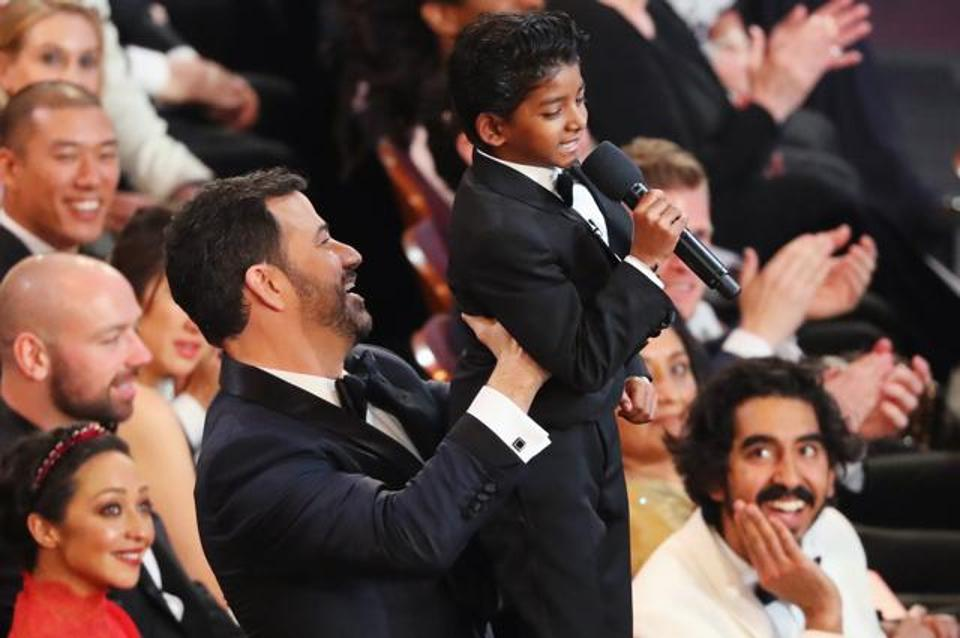 Jimmy Kimmel and  Lion  star Sunny Pawar reenact the opening scene to  The Lion King.