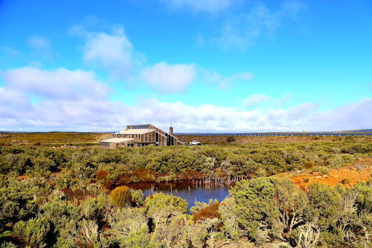 Thousand Lakes Lodge - outside
