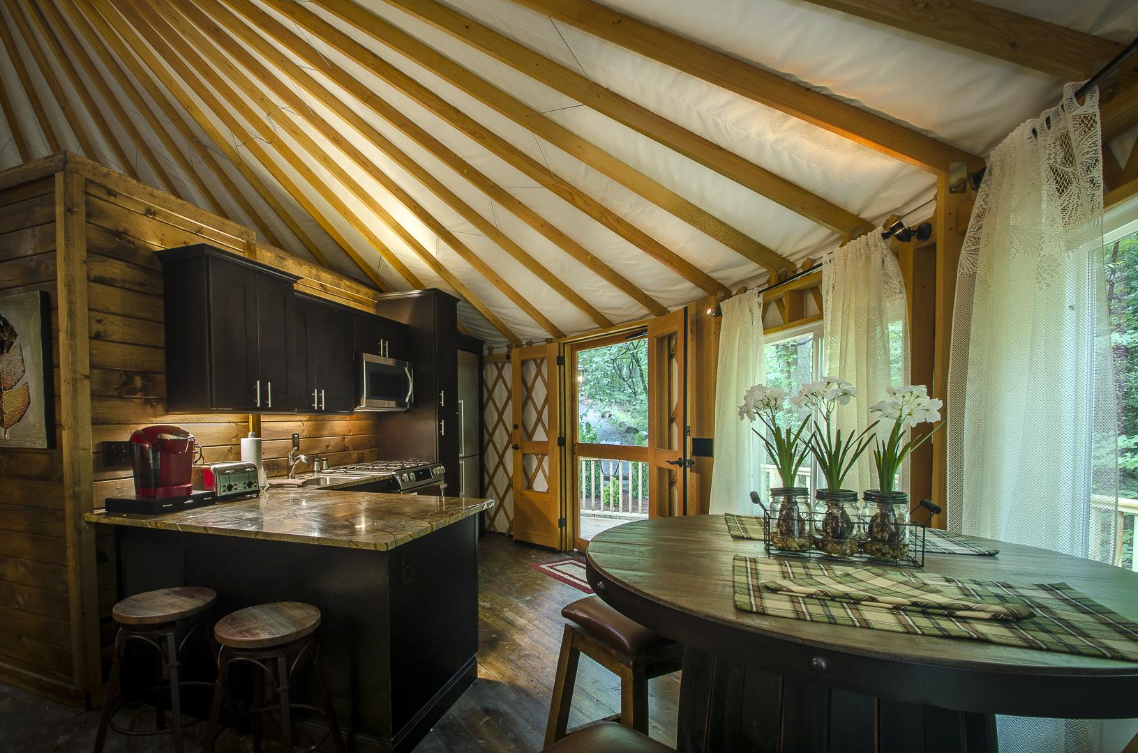 Yurt2_Dining.jpg