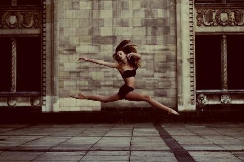 I love love love love dance photography. The lines, the shape, the form…