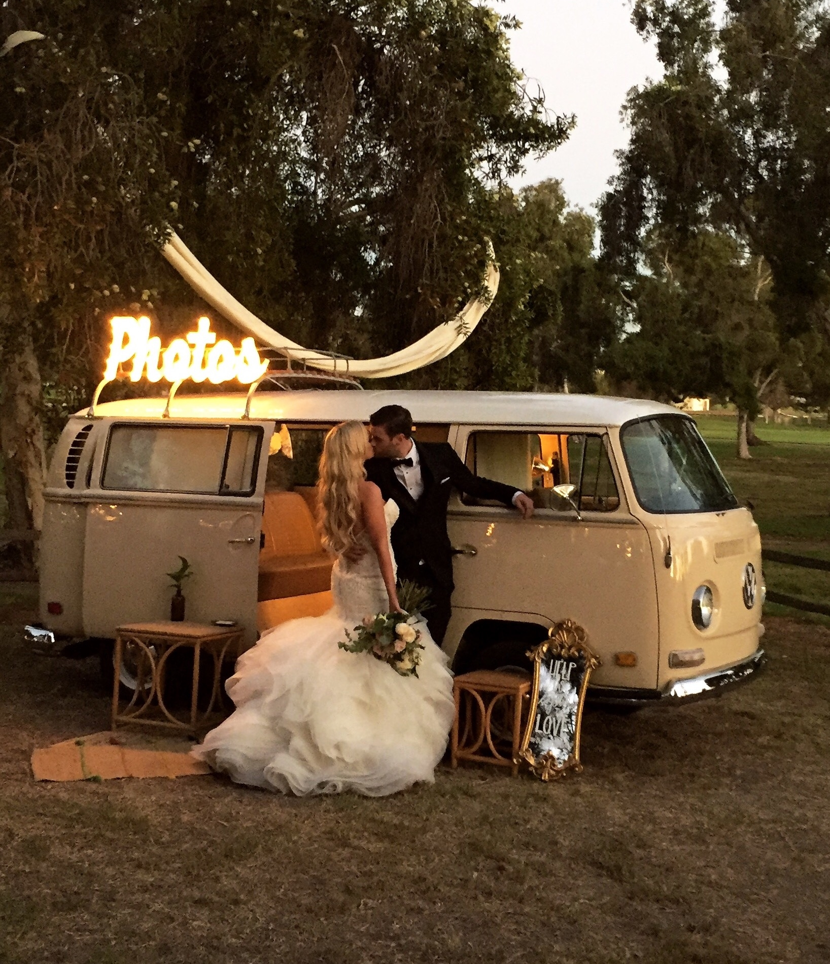 photo-booth wedding vw bus